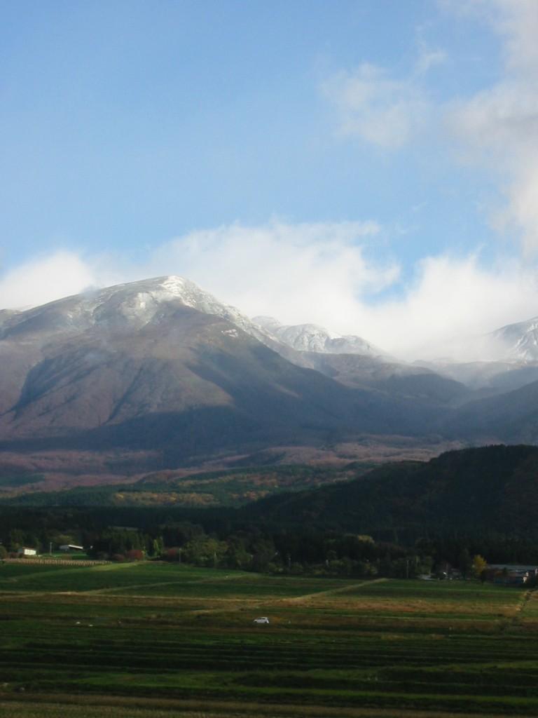11月2日8時26分雲が切れる 笙ヶ岳の雪模様